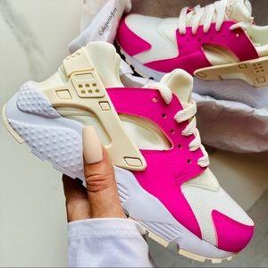 NWT Nike Huarache run shoes